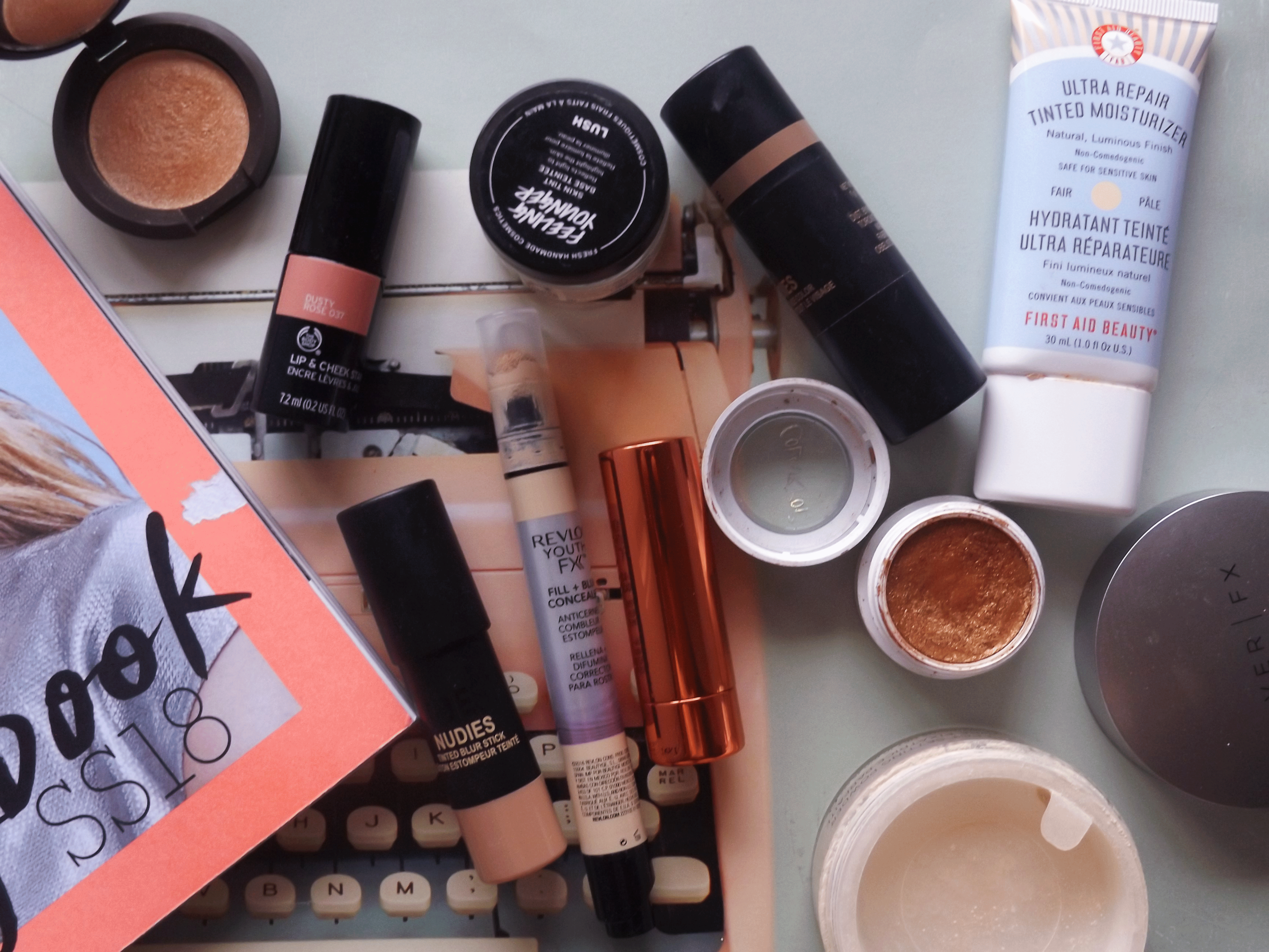 flatlay-open-products