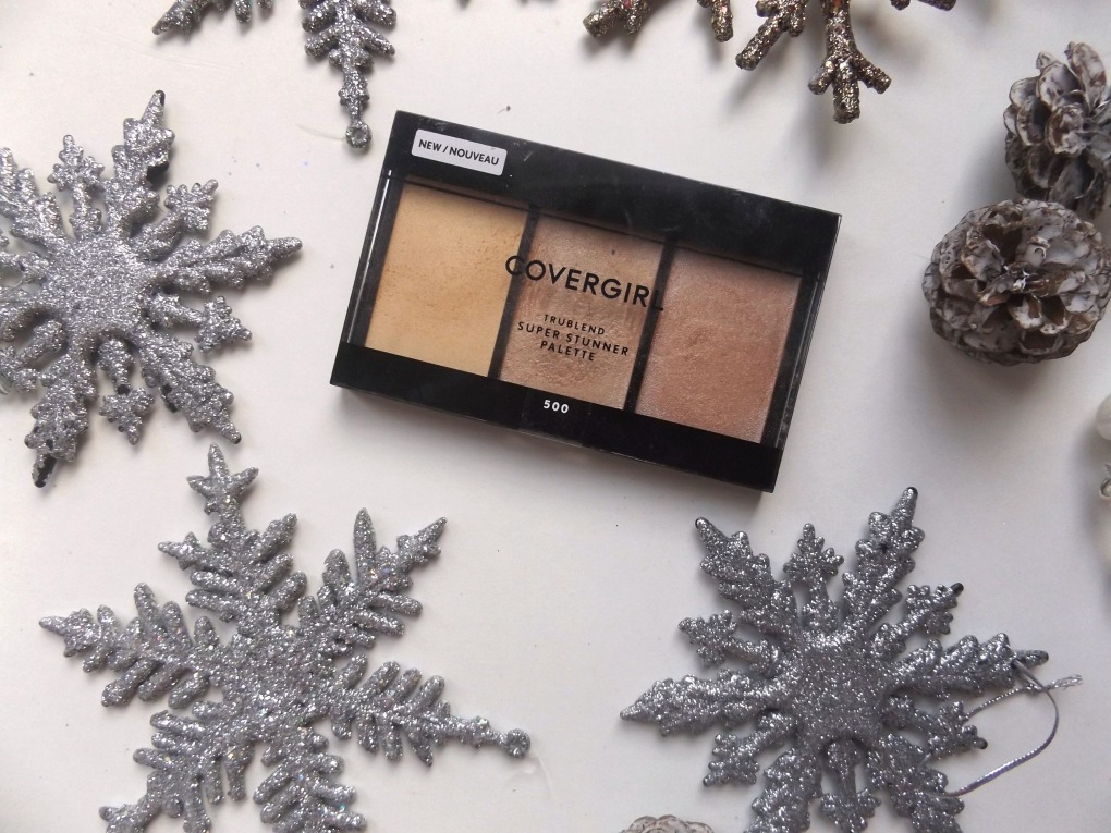 Covergirl true blend super stunner palette in 500 it's lit, lid is closed showing the packaging