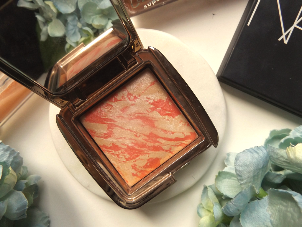 Hourglass blush open